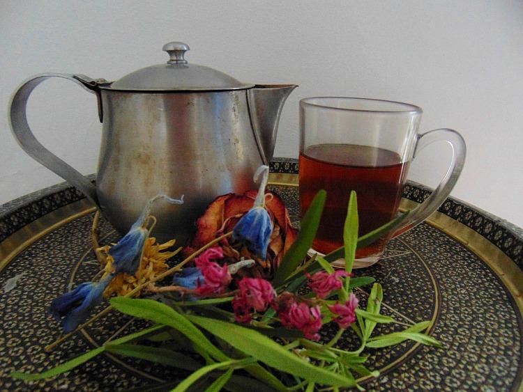 jak być szczęśliwym , Własności herbaty, jaki zaparzać i jak pić herbatę., Jak zaparzac herbatę? Jaką herbatę wybrac?