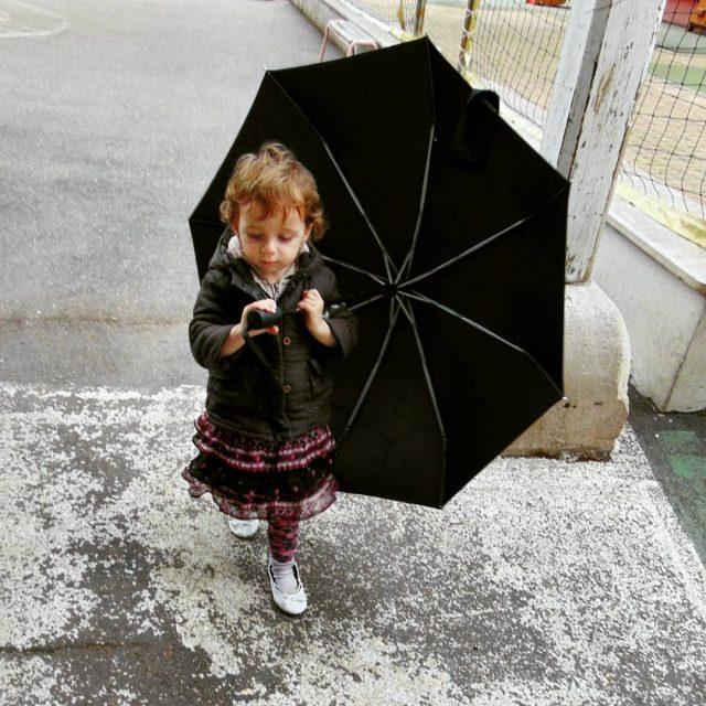 Prawdziwa dama w tak pogod nie wychodzi bez parasola humorhellip