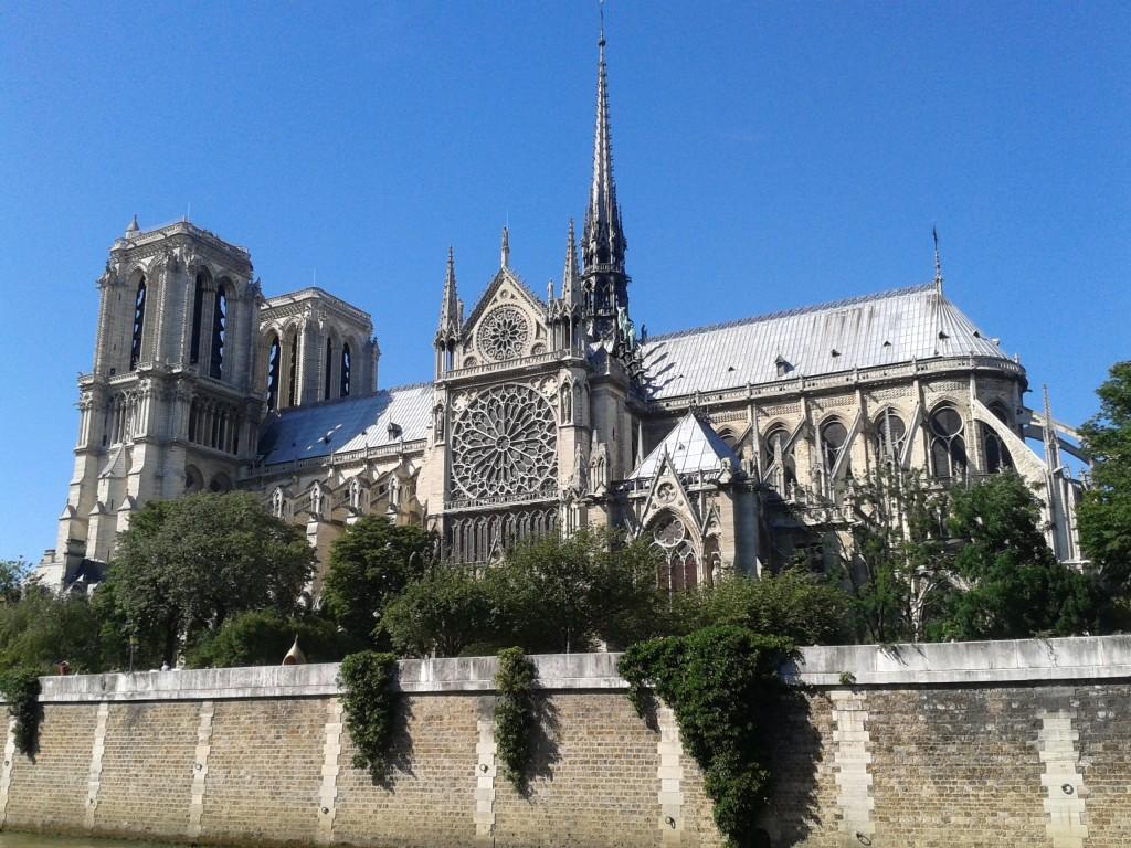 Paryz Notre Dame emigranci