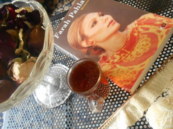 Własności herbaty, jaki zaparzać i jak pić herbatę., szczesliwi ludzie czytaja ksiazki