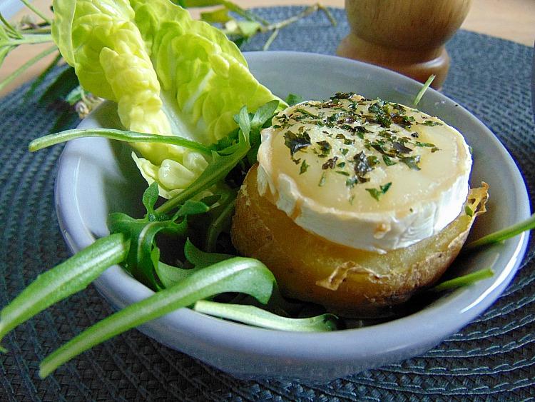 pieczone ziemniaki w mundurkach zapiekane z serem