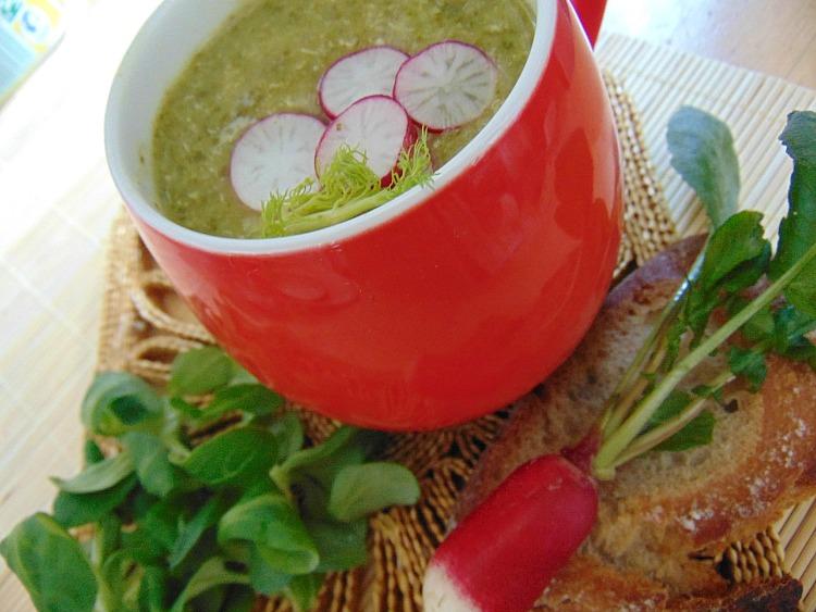 Wiosenna zupa z liści rzodkiewki - przepis.