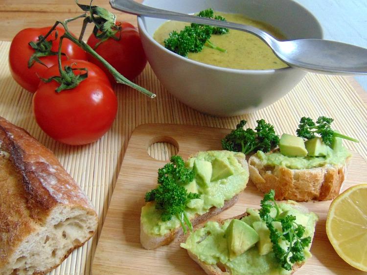 Zupa cebulowa przepis.  Jak wykorzystać czerstwe pieczywo?