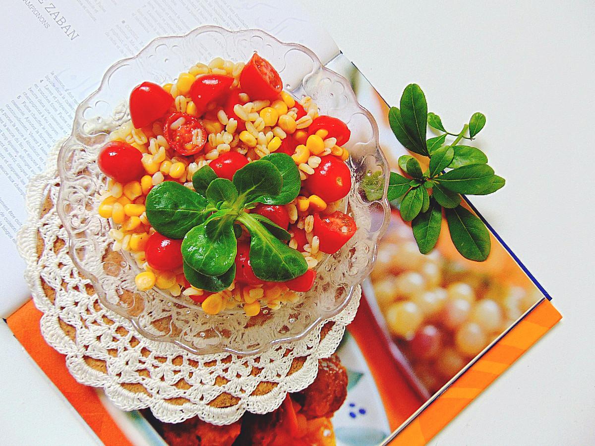 sałatka z gotowanej pszenicy