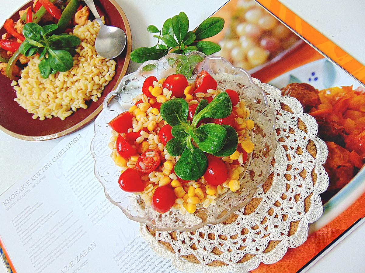 sałatka z gotowanej pszenicysałatka z gotowanej pszenicy