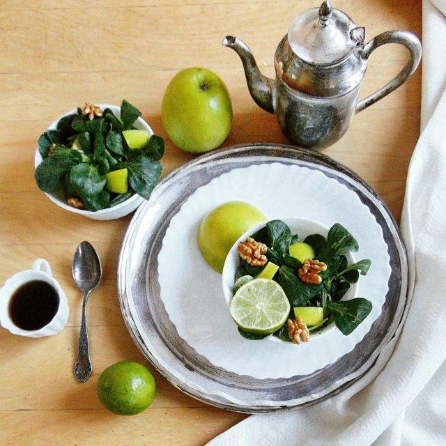Prosta salatka healthyfood feedfeed slowliving slowkalendarz veganfood vegan onthebed onthetablehellip