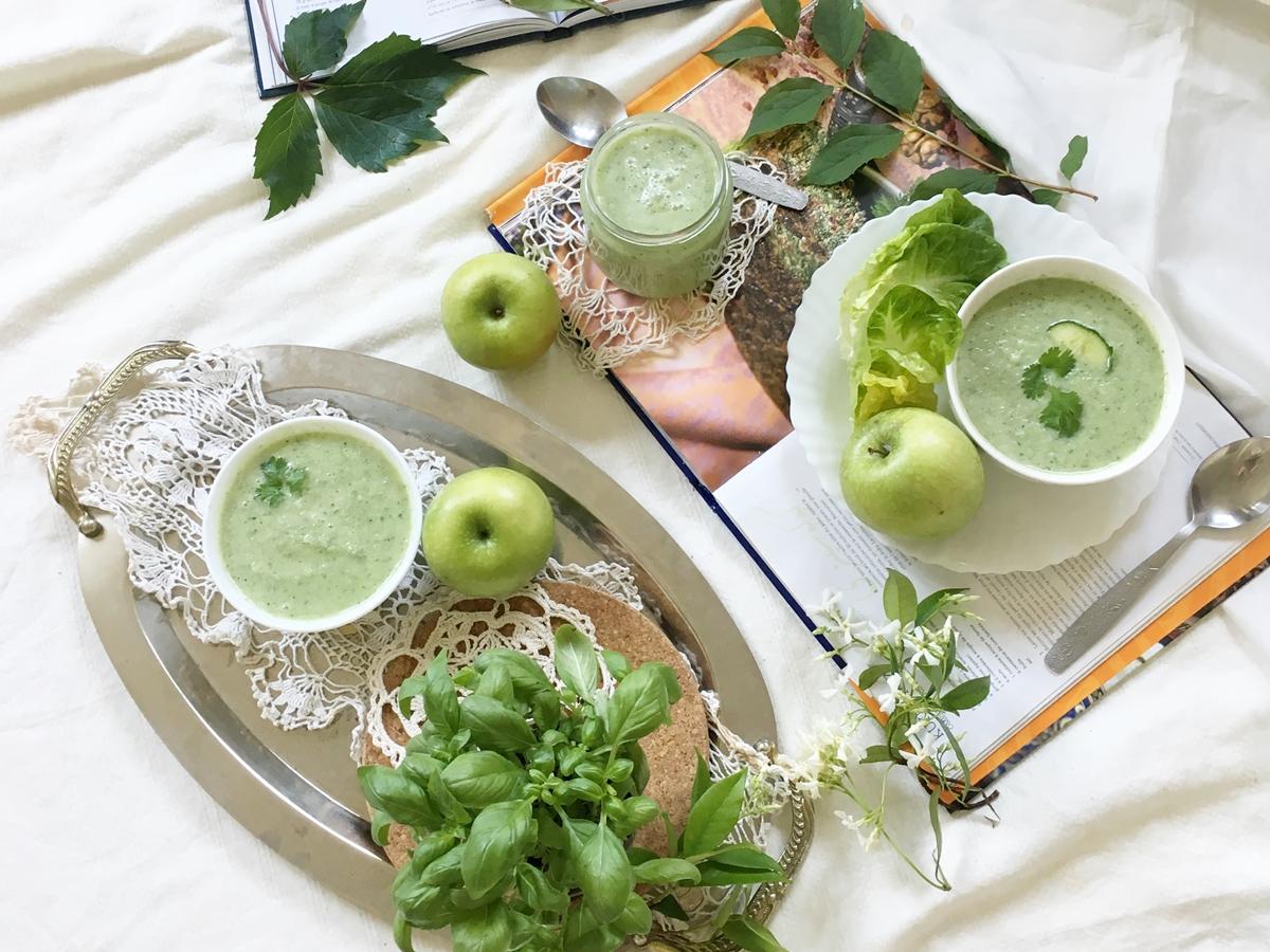 Chłodnik z ogórka i zielonego jabłuszka.