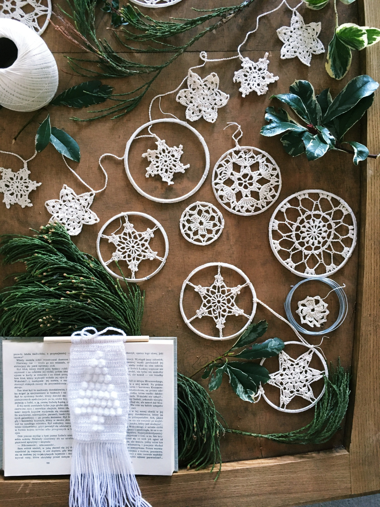 Kreatywne szydełkowe dekoracje na choinkę
